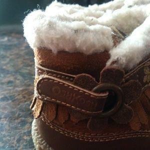 Oskhosh grils boots